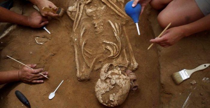 Arqueólogos fazem 'descoberta inédita' de cemitério filisteu em Israel
