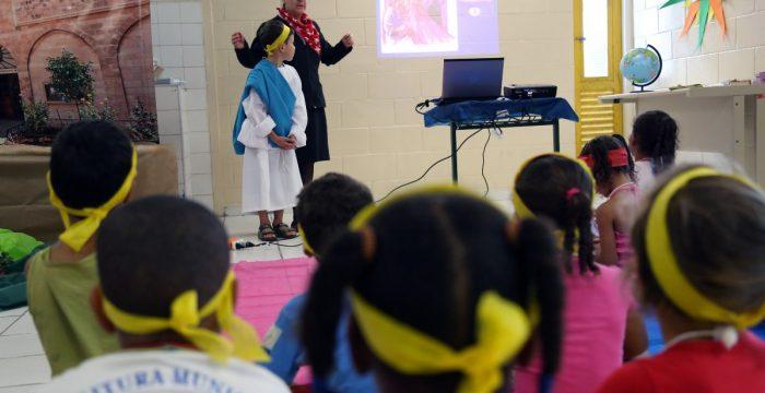 """Sem partido, mas com a bíblia na mão: """"escolas cristãs"""" crescem no Brasil"""