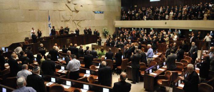 Parlamento de Israel aprova lei para cassar deputados acusados de 'incitação contra Estado'