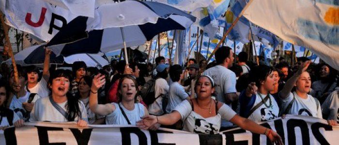 Argentina: após quebra e fuga de patrões, jornalistas ocupam meios de comunicação