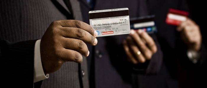 Taxa média de juros no cartão de crédito supera em agosto 451% ao ano
