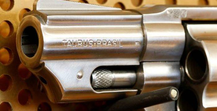 Como era o Brasil quando as armas eram vendidas em shoppings e munição nas lojas de ferragem