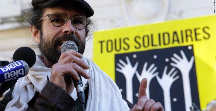 Agricultor francês processado por ajudar migrantes vira herói popular