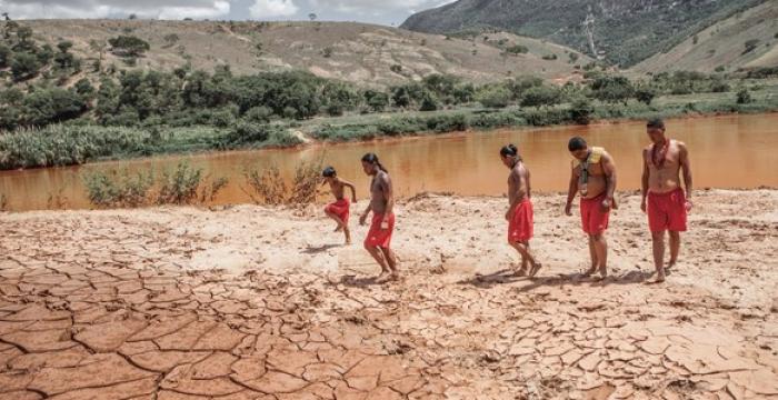 Rio Doce: impactos da lama no corpo e na alma do povo Krenak
