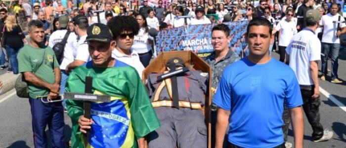 """""""A polícia que mais mata é também a que mais morre"""", diz ex-comandante-geral da PM no Rio"""