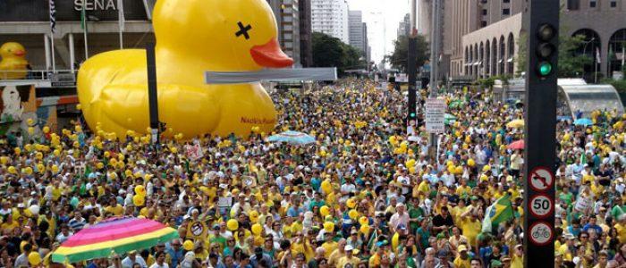 Por onde andam os manifestantes vestidos de verde e amarelo?
