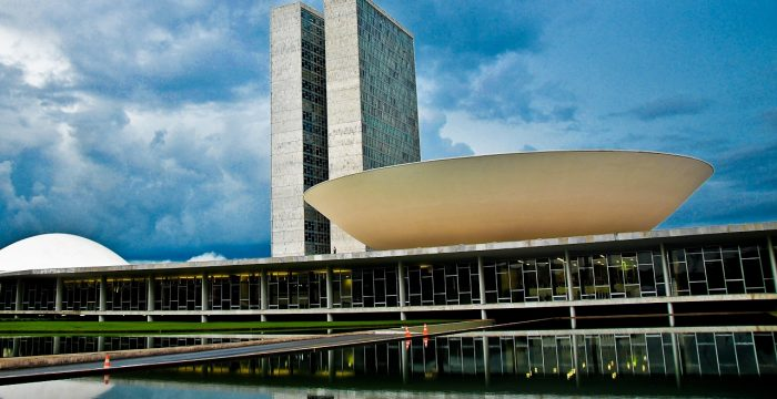 Sem acordo com os partidos, Bolsonaro não vai governar, afirma cientista político