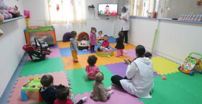 Demanda das famílias faz colégios de SP adotarem períodos de até 12 horas