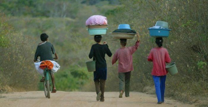 Com crise em 2015, 4,1 milhões entraram na faixa da pobreza no Brasil, aponta estudo