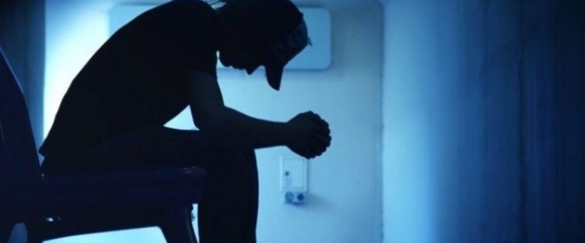 Por que o número de crianças hospitalizadas por tentativa de suicídio dobrou nos EUA?