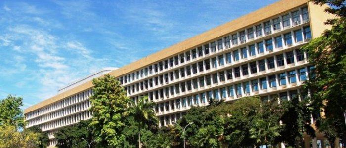 O dinheiro do Estado tem que ir para o ensino público, diz professor da UFMG