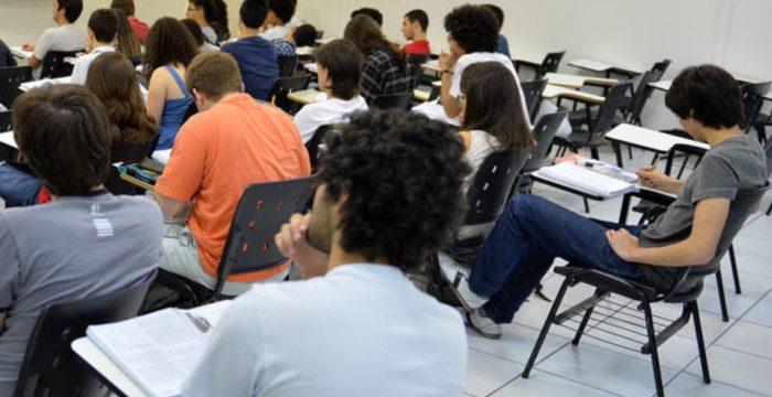País gasta menos da metade do que nação desenvolvida no ensino básico