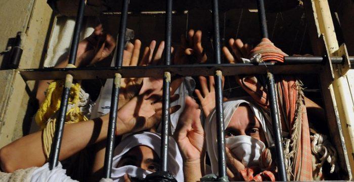 Governos preferem encarcerar do que investir no combate à criminalidade, mostra levantamento