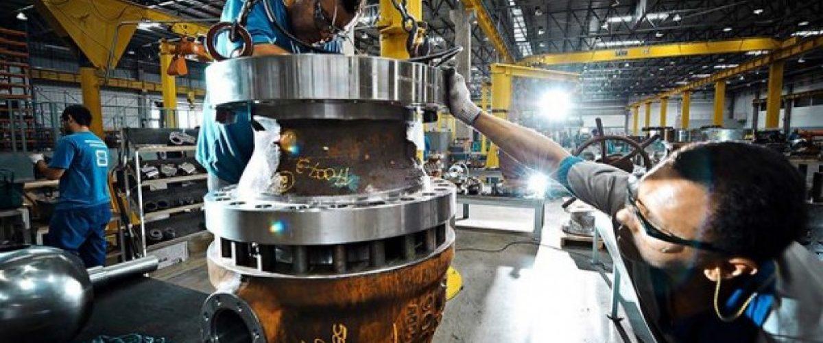 A produção industrial brasileira continua caindo (e se contorcendo) no fundo do poço
