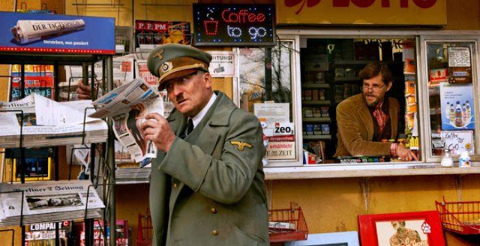 """Em """"Ele Está de Volta"""" o século XXI recebe Hitler de braços abertos"""
