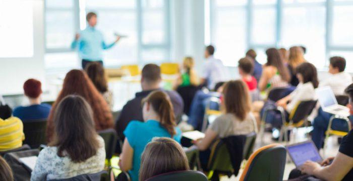 Professor tem formação melhor na rede pública do que na particular