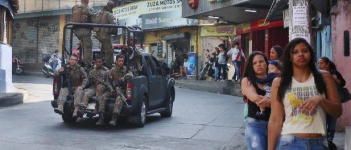 """Sociedade brasileira cultua a violência"", diz sociólogo"