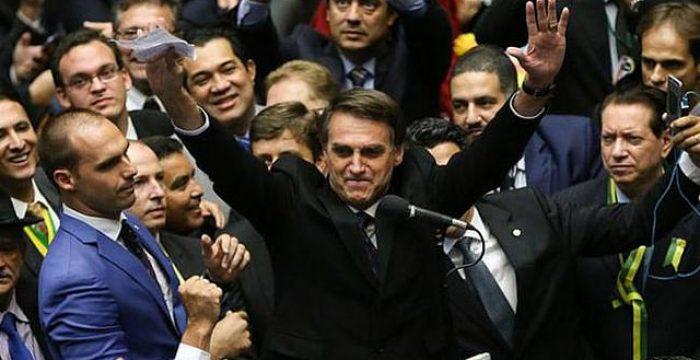 """""""Bolsonaro é filho do casamento entre a Lava Jato e a Rede Globo"""""""