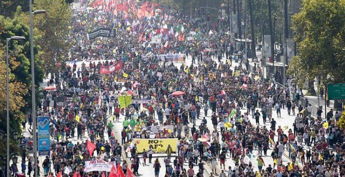 Protestos no Chile têm origem na privatização de serviços, diz especialista