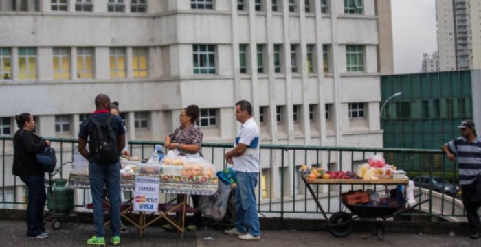 'Precariado' tende a se alastrar no Brasil como nunca antes, diz sociólogo