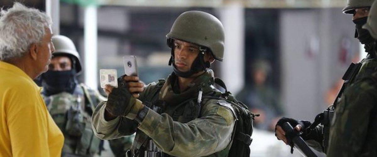 """Após """"fichamento"""" de pobre, militares deveriam fichar sonegador rico no Rio"""