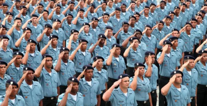 Por que o militarismo é inadequado para a função policial?