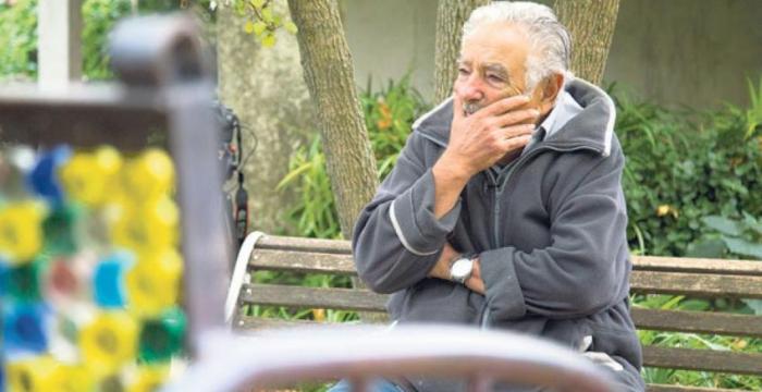 """Entrevista com Mujica: """"vivemos o império da solidão no meio da multidão"""""""