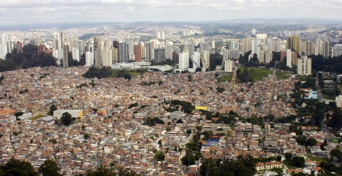 Entremundo – Um dia no bairro mais desigual do mundo