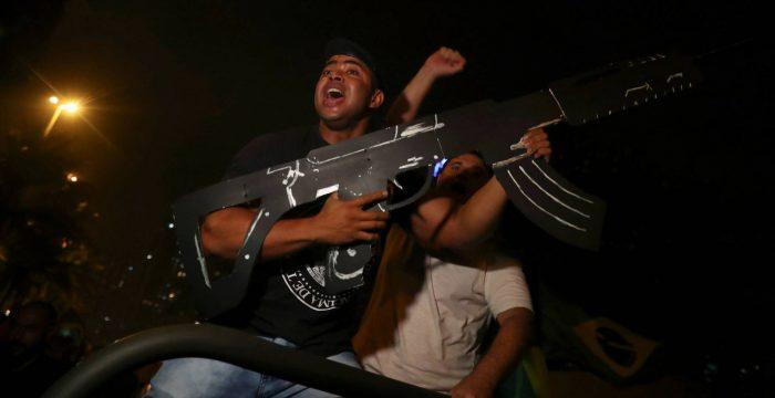 Planos de Bolsonaro elevam risco de expansão de milícias e grupos de extermínio