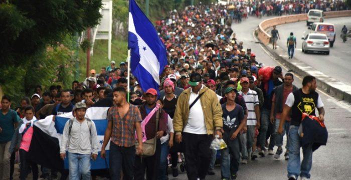 Noam Chomsky: membros de caravanas de migrantes estão fugindo da miséria e dos horrores criados pelos EUA