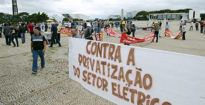 """Última distribuidora da Eletrobras foi """"doada"""" e não vendida, denunciam trabalhadores"""