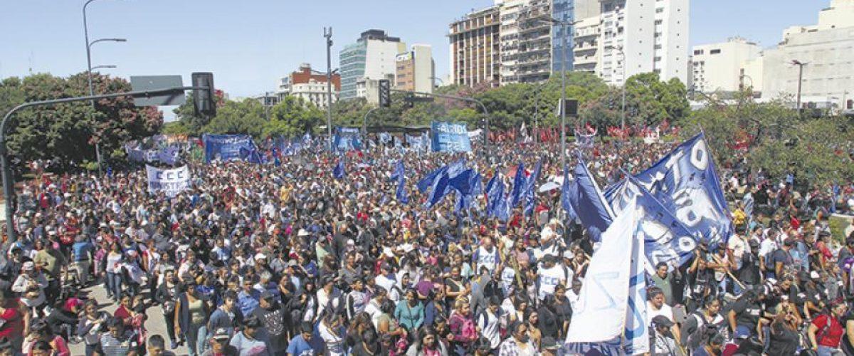 Argentina: Massiva marcha dos movimentos sociais contra a fome e os aumentos
