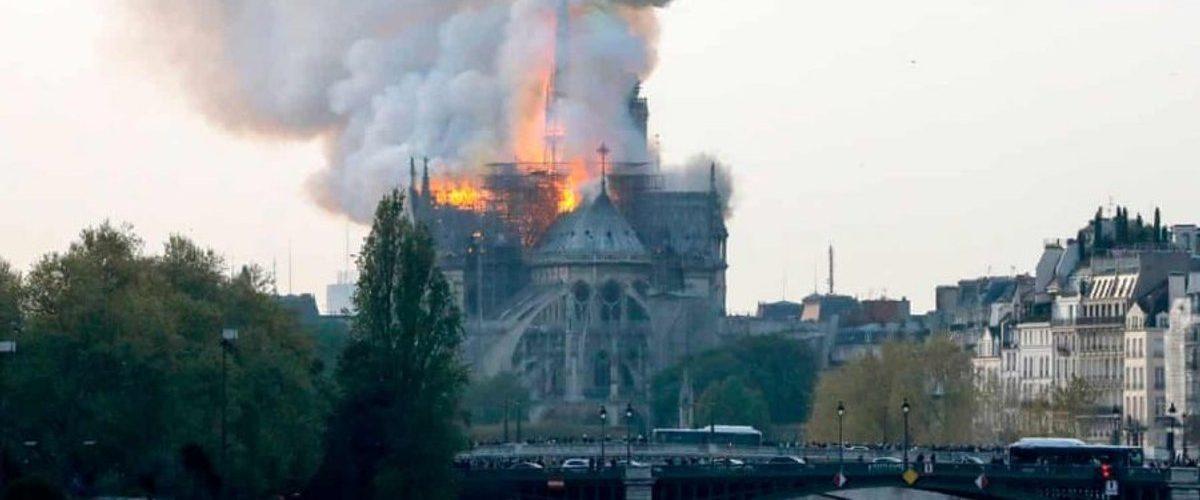 A reação dos ricos ao incêndio de Notre Dame nos ensina muito sobre o mundo em que vivemos