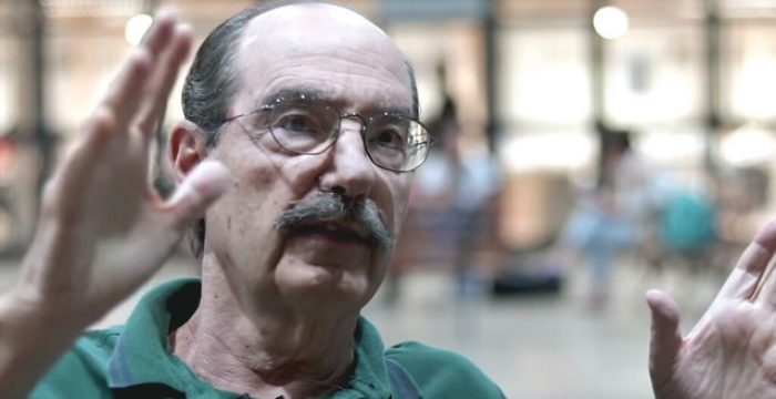"""""""Depois dos cortes, virá a privatização do ensino"""", diz Paulo Arantes"""