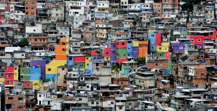 Após uma década de queda na desigualdade, milhões retornam à miséria
