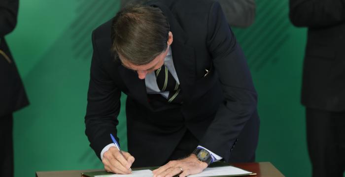 'Nova política' é esconderijo de Bolsonaro para autoritarismo