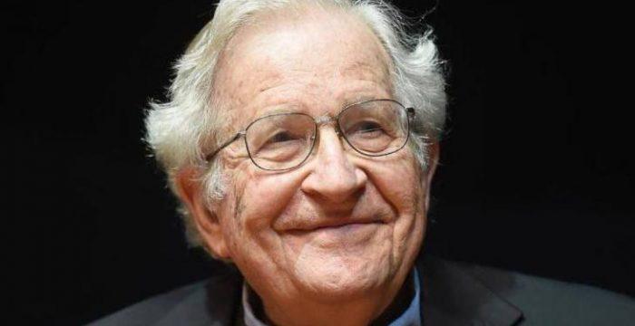 """Chomsky: """"O que aconteceu no Brasil deve ser visto como um modelo do que pode vir"""""""
