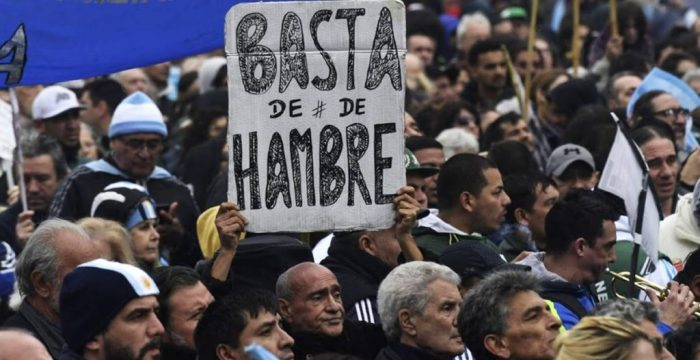 Pobreza na Argentina sobe oito pontos em um ano e atinge 35,4% da população