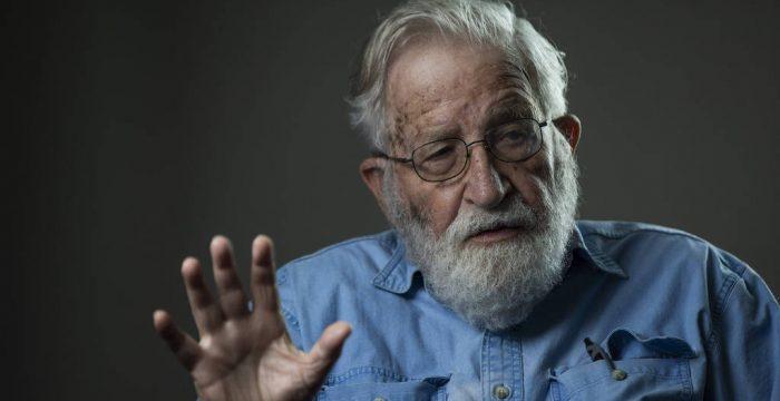 Crise na Amazônia tem de ser ponto de inflexão para oposição brasileira, diz Noam Chomsky