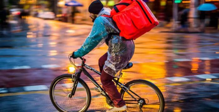 12h por dia, 7 dias por semana, R$ 936: como é pedalar fazendo entregas por aplicativo
